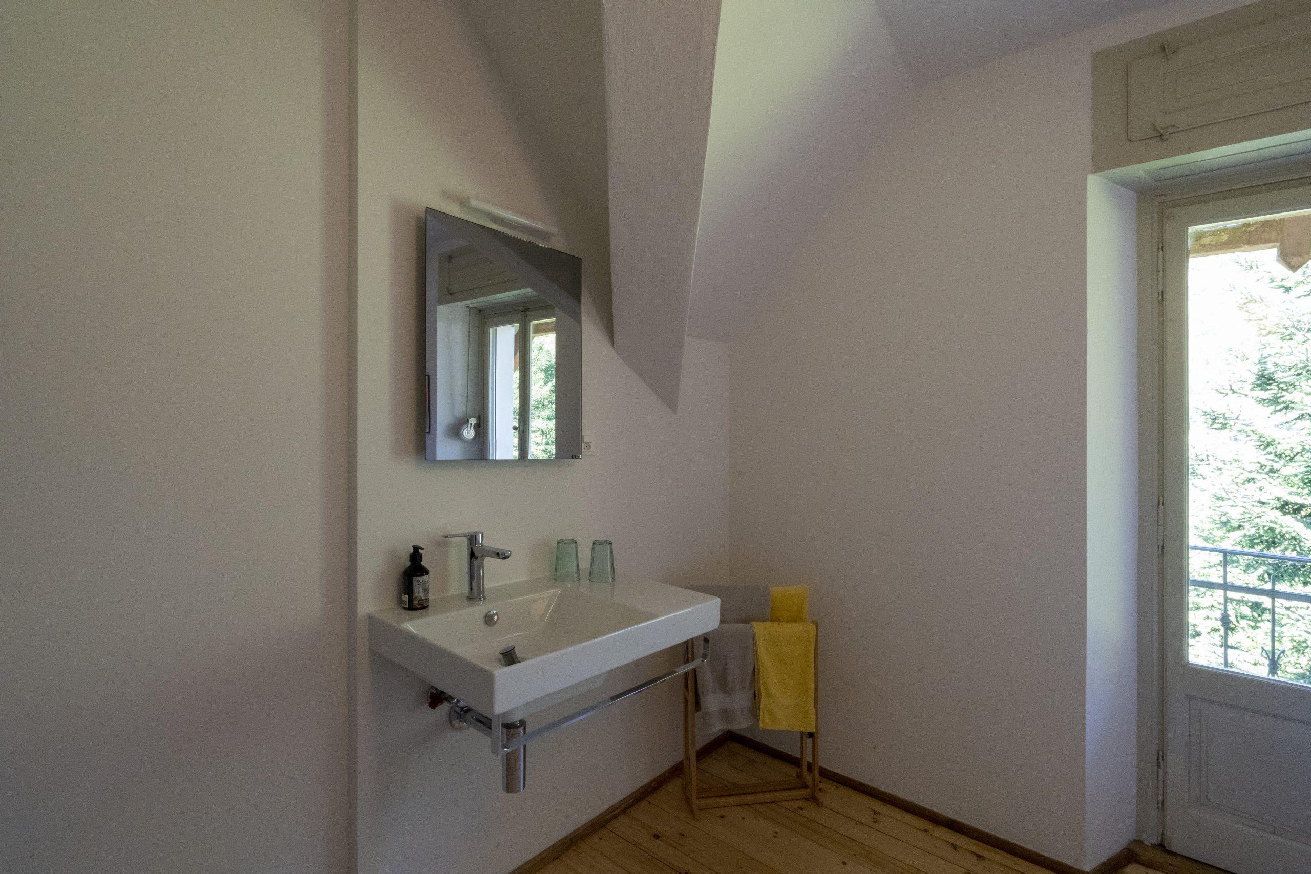Fusio Villa Pineta Chambre 9 Lavabo